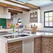 Country style villa beachside guadalmina san pedro marbella_Kitchen island_Realista Quality Properties Marbella