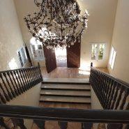 Beachside Villa Bahia de Marbella_hall way_Realista Quality Properties Marbella