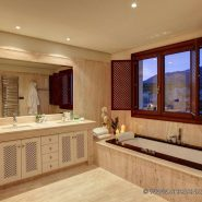 Doncell Beach Estepona_5 bedroom duplex penthouse_bathroom_Realista Quality Properties Marbella