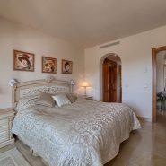 Las Lomas de la Quinta Benahavis_ground floor corner apartment for sale_Guest bedroom I_Realista Quality Properties Marbella