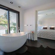 Modern villa for sale Los Monteros Playa_master bathroom I_Realista Quality Properties Marbella