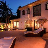 Modern villa for sale Los Monteros Playa_pool night_Realista Quality Properties Marbella