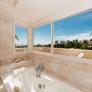 Villa marbella Hill Club for sale_master bathroom_Realista Quality Properties Marbella