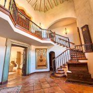 Country style villa beachside guadalmina san pedro marbella_Hall way_Realista Quality Properties Marbella