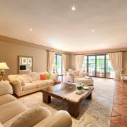 Country style villa beachside guadalmina san pedro marbella_Living room_Realista Quality Properties Marbella