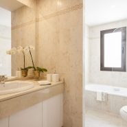 Golf Hills penthouse_bathroom_Realista Quality Properties Marbella