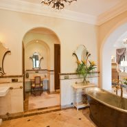 Luxury and private villa with sea views for sale in La Zagaleta Golf & Country Club_ master bathroom_Realista Quality Properties Marbella