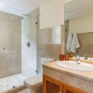 The Oakhill_master bathroom_Realista Quality Properties Marbella