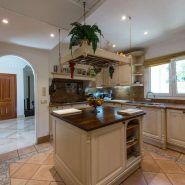 Villa Las Brisas Golf Valley, Nueva Andalucia_Kitchen_Realista Quality Properties Marbella