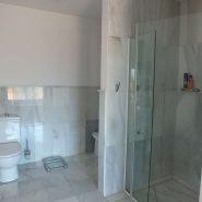 Beachside Villa Bahia de Marbella_Master bathroom_Realista Quality Properties Marbella