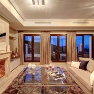 Benahavis Hills Country Club_Livingroom night time_Realista Quality Properties Marbella