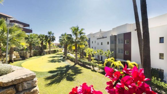 Hoyo 19 Los Flamingos Golf Resort_2 bedroom apartment_Commuanl Graden area_Realista Quality Properties Marbella