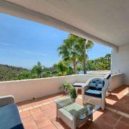 Las Lomas de la Quinta Benahavis_ground floor corner apartment for sale_Covered terrace_Realista Quality Properties Marbella