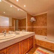 Las Lomas de la Quinta Benahavis_ground floor corner apartment for sale_Guest bathroom I_Realista Quality Properties Marbella