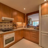 Las Lomas de la Quinta Benahavis_ground floor corner apartment for sale_Kitchen_Realista Quality Properties Marbella