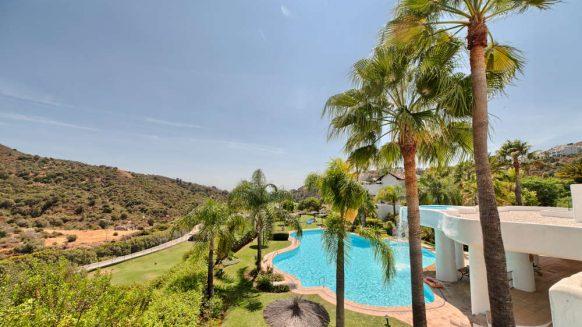 Las Lomas de la Quinta Benahavis_ground floor corner apartment for sale_View_Realista Quality Properties Marbella