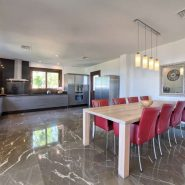 Villa Los Flamingos 5 bedroom_ Open plan kitchen_Realista Quality Properties Marbella