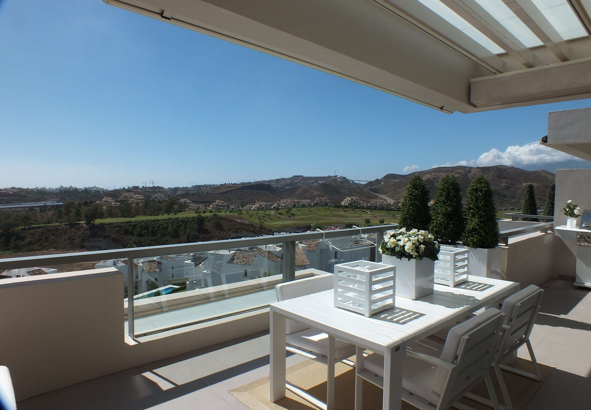 Modern duplex penthouse Los Arrayanes Golf Benahavis te koop