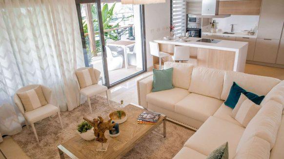Nieuw, moderne drie slaapkamerappartement met panoramisch uitzicht in Los Arqueros, Benahavis