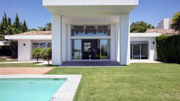 Te koop: Moderne 4 slaapkamer villa Los Naranjos Golf, Nueva Andalucia