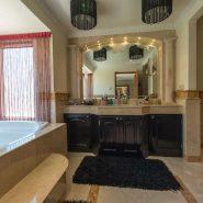Villa Las Brisas Golf Valley, Nueva Andalucia_master Bathroom_Realista Quality Properties Marbella