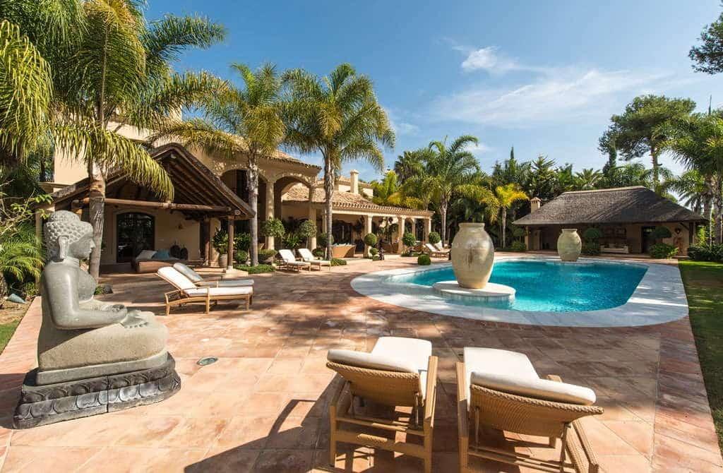 Spectacular villa walking distance to the beach Los Monteros Playa, Marbella