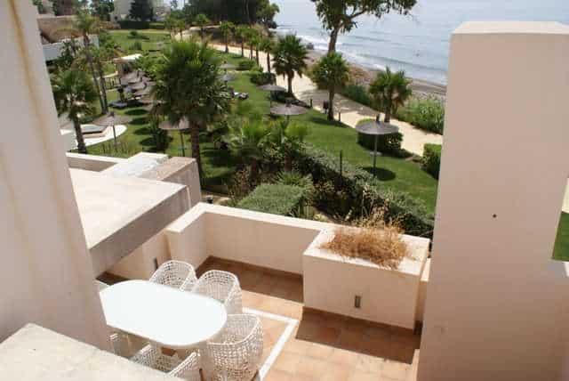 Bahia de la Plata front line beach penthouse Estepona for sale