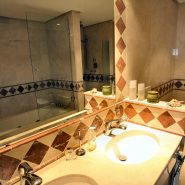 Bahia del Velerin_3 bedroom penthouse_Master bathroom I_Realista Quality Properties Marbella