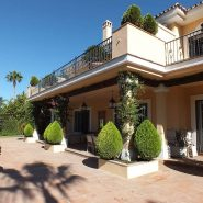 Beachside Villa Bahia de Marbella_Covered Terrace_Realista Quality Properties Marbella