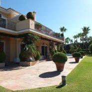 Beachside Villa Bahia de Marbella_Villa garden_Realista Quality Properties Marbella