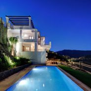 Benahavis Hills Country Club_Villa at night I_Realista Quality Properties Marbella