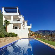 Benahavis Hills Country Club_outdoor pool_Realista Quality Properties Marbella