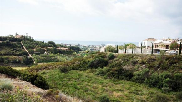 For sale residential plots with sea views within the Los Flamingos Golf Resort.