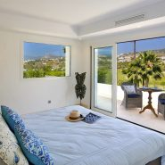 Contemporary 6 bedroom front line golf villa Los Naranjos Golf_Guest bedroom II_Realista Quality Properties Marbella