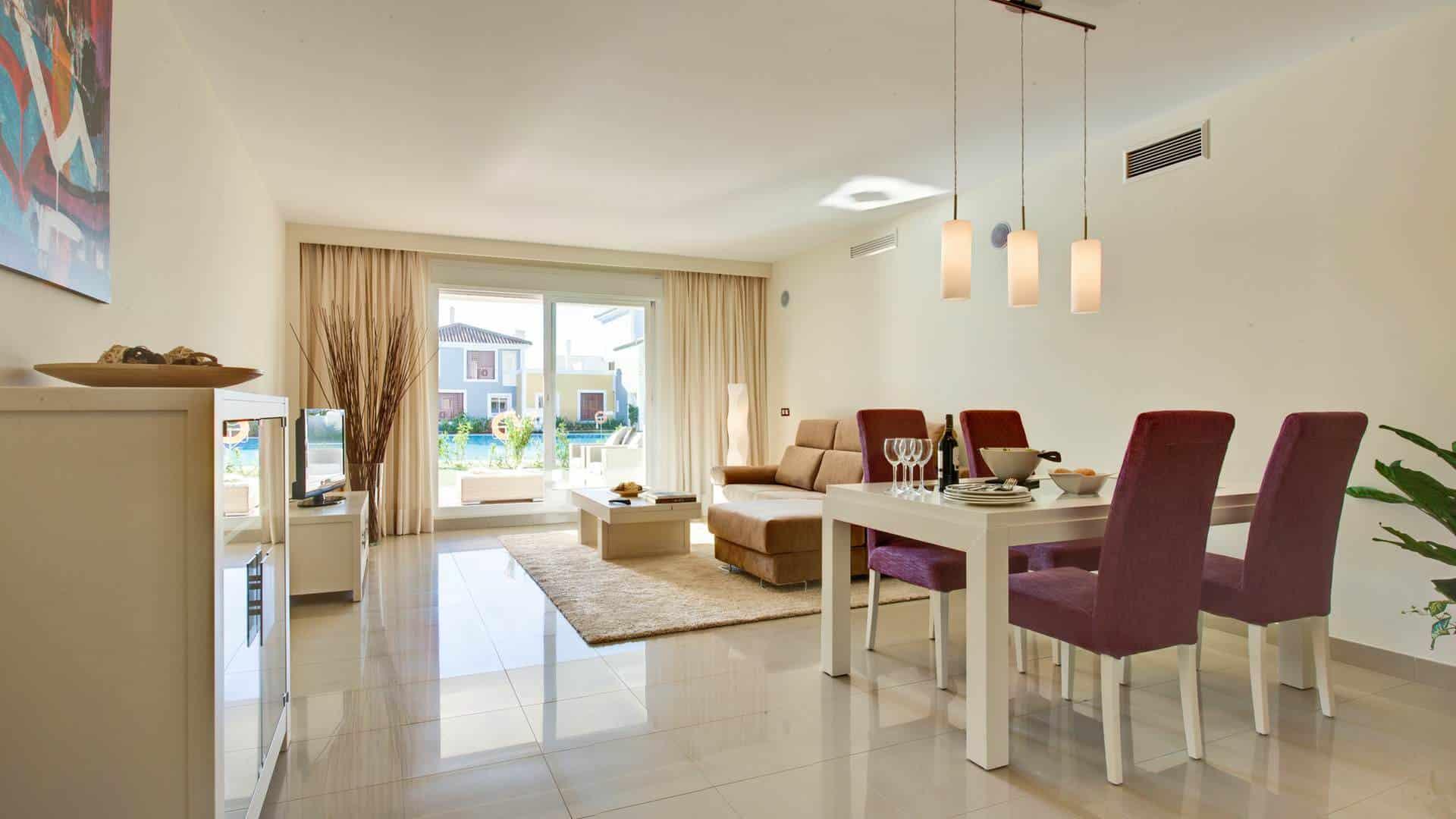 Ground floor apartment with large garden for sale in Cortijo del Mar Resort Estepona