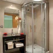 Cortijo del Mar Estepona_ ground floor 2 bedroom apartment_ shower_Realista Quality Properties Marbella