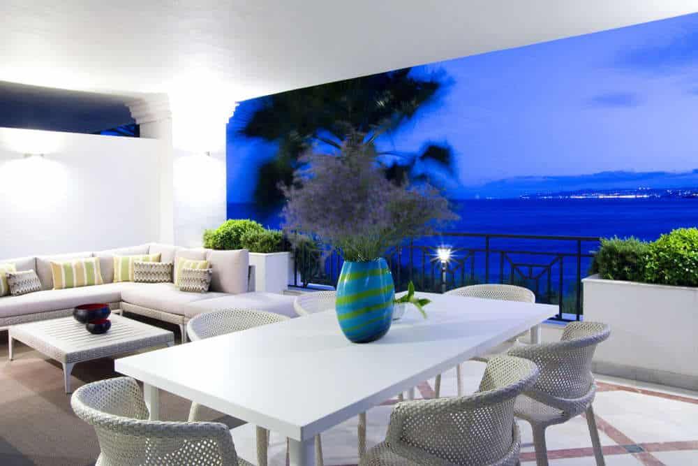 Exclusief en luxe nieuw direct aan zee appartement met panoramisch zeezicht Estepona
