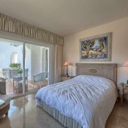 Las Lomas de la Quinta Benahavis_ground floor corner apartment for sale_Master bedroom I_Realista Quality Properties Marbella