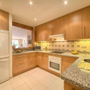 Las Lomas de la Quinta benahavis_3 bedroom duplex penthouse for sale_kitchen_Realista Quality Properties Marbella