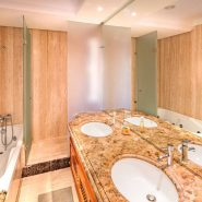 Mar Azul Estepona Beach front penthouse_Master bathroom_Realista Quality Properties Marbella