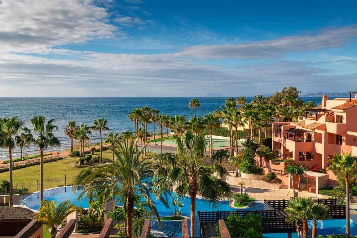 Eerste lijn zee penthouse te koop Mar Azul Estepona
