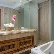 Mar Azul Estepona_Beach front_Master bathroom I_Realista Quality Properties Marbella