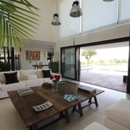Modern design villa for sale in Capanes del Sur Benahavis_livingroom I_Realista Quality Properties Marbella