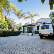 Modern villa for sale Los Monteros Playa_Parking_Realista Quality Properties Marbella