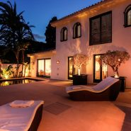 Modern villa for sale Los Monteros Playa_pool night_Realista Quality Properties Marbella