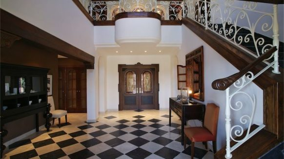 Villa La Alqueria_hall way II_Realista Quality Properties Marbella