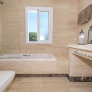 Columbus Hills_Master bathroom_Realista Quality Properties Marbella