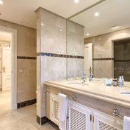 La Alzambra Puerto Banus_master bathroom_Realista Quality Properties Marbella