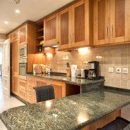 La Alzambra Puerto Banusa_kitchen_Realista Quality Properties Marbella