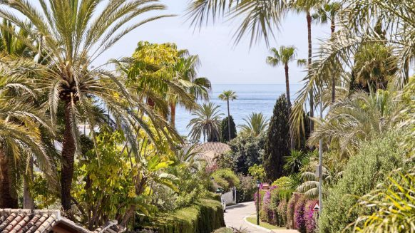 Villa te koop Los Monteros Playa Marbella loopafstand tot het strand en La Cabane Beach Club